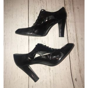 Stuart Weitzman Patent Leather Oxford Pumps